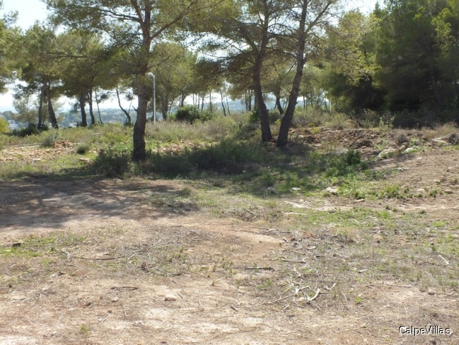 Various flat plots in Moraira in very good location