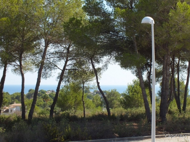 Beautiful flat plot in Moraira in very good location