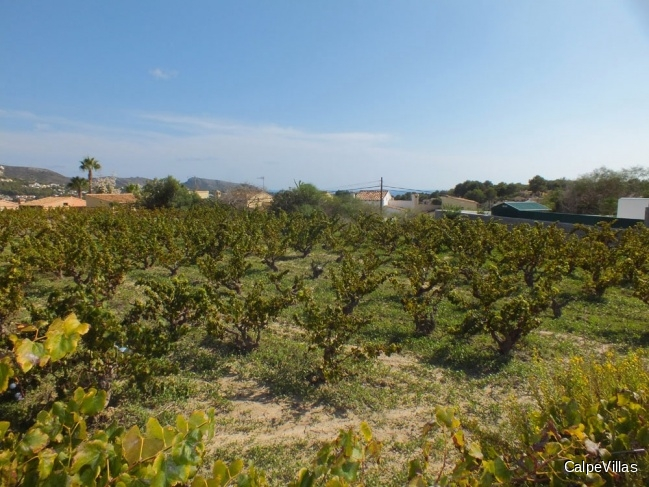 Flat plot with sea views in Moraira