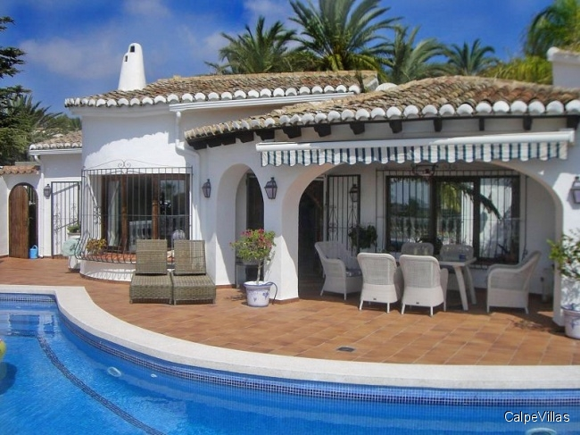 Prestigious villa with sea views in Moraira, Solpark