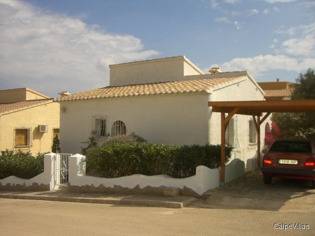 Very well maintained house with communal pool in Benitachell