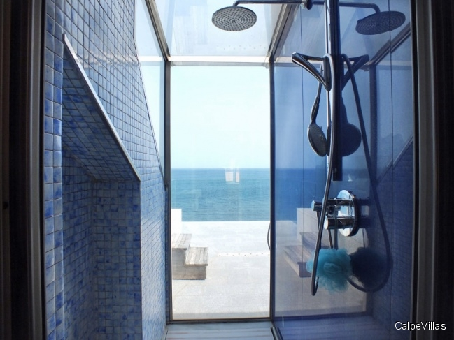 Luxurious and modern: house in 1st line of the sea in Benissa